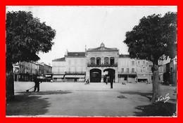 CPSM/pf (47) TONNEINS.  Quand La Rotonde S'appelait Place Du Maréchal-Pétain...K307 - Tonneins