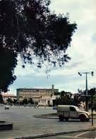 Afrika Afrique DJIBOUTI - Immeuble De La Marine 2 CV Camionnette Citroën En 1er Plan    Barry 1896 - Djibouti