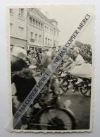 BEAUVAIS 60 OISE Fête De Jeanne Hachette Enfant à Vélo Cavalcade Foule Photo Originale Cliché Amateur - Luoghi