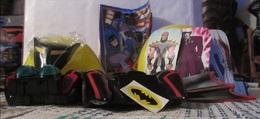Maxi Kinder Bat-mobile Complète Avec Autocollants Et Sa Petite Brochure - Maxi (Kinder-)