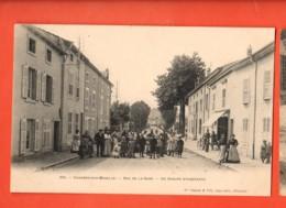 KAI-33  Charmes-sur-Moselle  Rue De La Gare Un Groupe D'habitants.  TRES ANIME. Dos Simple. Non Circulé - Charmes