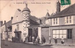 28 - Eure Et Loir - CLOYES  - Vieilles Maisons Rue Du Temple ( Animée ) - Cloyes-sur-le-Loir