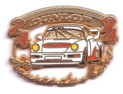 VP197 Pin's Rallye Le Mans Sarthe Mercedes Porsche Lotus Dunlop Superbe Zamac Signé Locomoobile Achat Immédiat Immédiat - Rallye