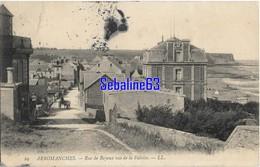 Arromanches - Rue De Bayeux Vue De La Falaise - 1908 - Arromanches
