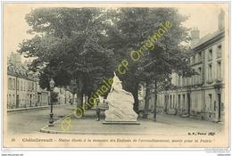 86. CHATELLERAULT . Statue à La Mémoire Des Enfants De L'arrondissement Morts Pour La Patrie ( Monument Aux Morts ) . - Chatellerault