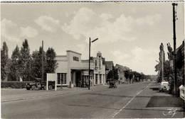 CPSM Petit Format : Maubeuge , Route De Mons , Station Service Shell , Garage - Maubeuge