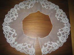 Un Joli Col Ancien, En Mousseline Brodée D'une Dentelle Arabesque - Vintage Clothes & Linen