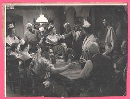 Photo Ancienne Sur Carton épais - Scène De Film - Acteurs - Actrices à Identifier - Films Impéria - Bretagne - Folklore - Célébrités