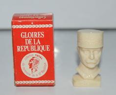 LES GLOIRES DE LA REPUBLIQUE PAR TOTAL BUSTE DU Mal PETAIN COL DU CENTENAIRE DE LA IIIE REPUBLIQUE - Figurines