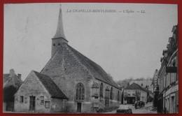 Cpa 61 LA CHAPELLE MONTLIGEON L'Eglise Attelage Hotel - Frankreich