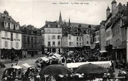 VANNES (56) La Place Des Lices - ANIMÉE [ Marché - Magasin Félix Potin , Boulangerie , Magasin De Meubles ] - Vannes