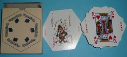 Rare Jeu De 54 Cartes HOEGAARDEN, Joker As De Trèfle Ace Of Spade, Hexagonales Hexagone - 54 Cartes