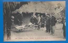 TONKIN - TROUBLES DE SEPTEMBRE 1908 - YEN-THÉ - PARTISAN BLESSÉ APPORTÉ AU FORTIN DE   DÉ-THAM - Vietnam