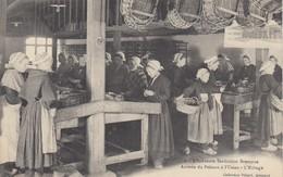 L'INDUSTRIE SARDINIERE BRETONNE: Arrivée Du Poisson à L'Usine - L'Etêtage - Frankrijk