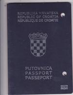 CROATIA  --  BIOMETRIC PASSPORT  -  2010  /    LADY PHOTO  --  PASS NOT VALID, UNGULTIG  -- KOPIRSCHUTZ, COPY PROTECTION - Documentos Históricos