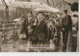 """PARIS (75014). Les Marchés De Paris. Puces De La Porte Diderot """"Puces De Vanves""""  Groupe De Scouts En Promenade - Petits Métiers à Paris"""