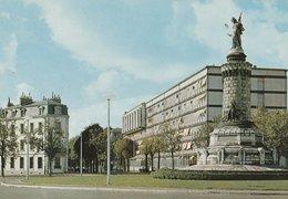 DIJON (21). Place Du 30-Octobre. Lycée Technique Hippolyte-Fontaine Et C.E.T. (Ecoles) - Dijon