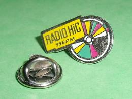 Pin's / Médias : Radio Hic  TB2CC - Medios De Comunicación