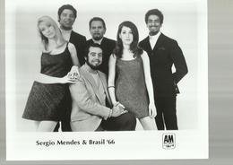 "- **1 X  FOTO """"  SERGIO  MENDES  & BRASIL' 66"""" - Zangers En Musicus"