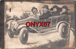 Carte Postale Photo Montage VOITURE-AUTO-AUTOMOBILE Fictive à LIBOURNE (Gironde) Couples Et Le Chien - Fotografía