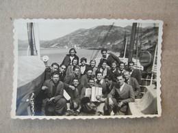Croatia / Near Dubrovnik On Ship Before Travelling - Accordionist ... ( 8,7 X 5,8 Cm ) - Schiffe