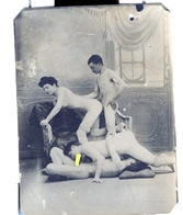 PHOTO NOIRE-BLANC EROTIQUE FEMININ NU NUDE PORNO REPRODUCTION D'EPOQUE Dim.:5.80X 7,60cm VOYEZ SCAN - Belleza Feminina (1941-1960)