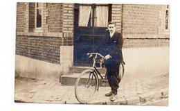 PHOTO-CARTE - Homme à Vélo : A Identifier - 1910 (H107) - Photographie