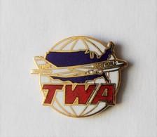 Pin's TWA Compagnie Aérienne USA Avion Aviation - PA/CE - Aerei