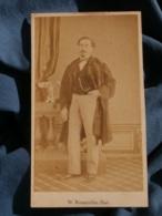 Photo CDV  Bienmüller à Marseille  Homme élégant  Gilet à Pois Et Pardessus  Sec. Empire  CA 1865 - L213 - Fotos