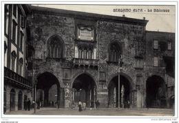 BERGAMO ALTA LA BIBLIOTECA SU PIAZZA GARIBALDI - Bergamo