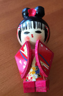 Japanese Geisha/Kimono In WOOD.  2 Photos - Personnages
