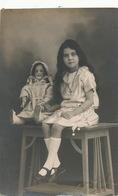 Real Photo Girl And Her Doll Posing . Fillette, Pierrette  6 Ans Et Demi Et Sa Poupée Photo Jacob - Juegos Y Juguetes