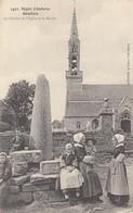 GOULIEN (Finistère): Le Clocher De L'Eglise Et Le Menhir - Autres Communes