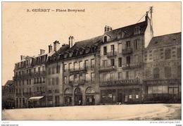 GUERET - Place Bonyaud  2 Scans   TBE   Commerces : Hôtel De La Paix  Société Générale   Dentiste.... - Guéret