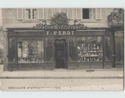 22 DINAN ... Salon Artistique Perot 2 Rue De Cocherel ( Carte Grattée En Bas ) - Dinan