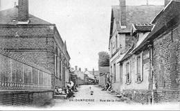 D60 - VALDAMPIERRE - VUE ANIMEE DE  LA RUE DE LA POSTE - Francia