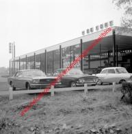 Ford Garage De Kort In Juli 1966 - Photo 15x15cm - Ford Mustang - Automobiles