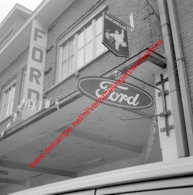 Ford Garage In Juli 1966 - Photo 15x15cm - Michelin - Automobiles