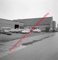 Ford Garage In Juli 1966 - Photo 15x15cm - Automobiles