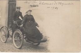 UZEMAIN CARTE PHOTO MESDEMOISELLE THOMAS AUTOMOBILE TRIPORTEUR 1901 - Other Municipalities