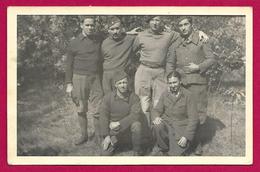 Carte Photo Militaria - Altengrabow - Stalag XI-A - Portrait Extérieur De Captifs - Protagoniste Nommé Léon Dabé - War 1939-45