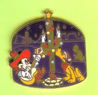 Pin's Disney Noël Dans L'Ouest Mickey Guitare Pluto Cactus (Édition Limitée) - 2T15 - Disney