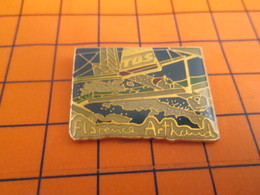 1018c Pin's Pins / Beau Et Rare / Thème BATEAUX / VOILIER DE COURSE OCEANIQUE FLORENCE ARTHAUD - Barcos