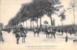 EVENEMENT Event - M. ALPHONSE III à L'ECOLE DE ST CYR - L'Escadron Se Rendant à La Gare - CPA - Ereignis Gebeurtenis - Events