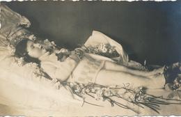 Photo-carte Jeune Fille Young Girl Lit De Mort Post-mortem Dead Fleurs Mortuaire - Persone Anonimi
