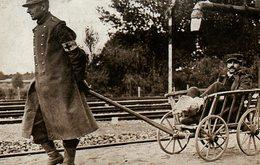 Guerre 14 18 : Bataille De La Marne Un Transport Improvisé De Blessé - Guerra 1914-18