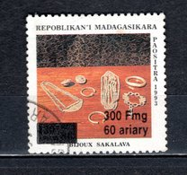 MADAGASCAR N° 1681K  SURCHARGE LOCALE OBLITERE   COTE  ? € BIJOUX VOIR DESCRIPTION - Madagascar (1960-...)