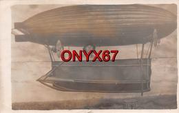 Carte Postale Photo Montage Aviation Dirigeable Zeppelin Fictif Vol Dessus De L'Arc De Triomphe PARIS - 75 - - Fotografía