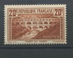 262 Mont Du Gard Gomme Avec Paraffine Cote 125,- Euros Comme * Mais Il Est Sans Charnière - Unused Stamps
