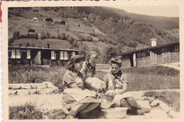 PHOTO ORIGINALE 39 / 45 WW2 WEHRMACHT ALLEMAGNE GERBACH JEUNE FILLE AU SERVICE MILITAIRE /Bund Deutscher Mädel - Guerra, Militari